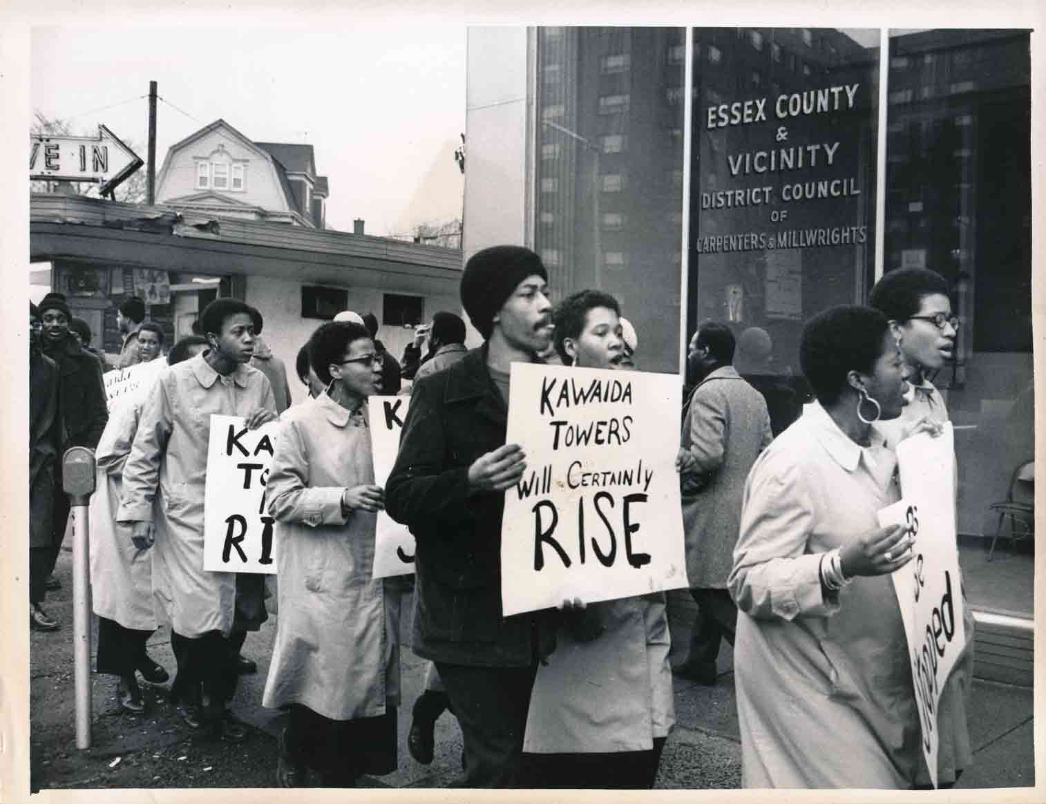 Pickets at Carpenters Union (1973)